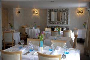 Magpies Restaurant with Rooms