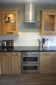 A kitchen or kitchenette at ST Peters Path Apartment