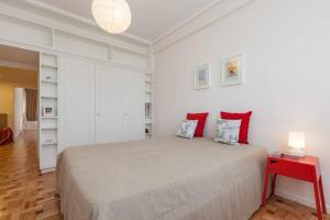 A bed or beds in a room at Antunes Guimarães Apartment