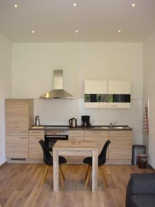 A kitchen or kitchenette at Haus Mosella