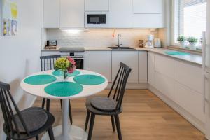 A kitchen or kitchenette at Apartments Rovakatu