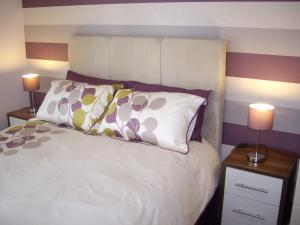 A bed or beds in a room at Titanic View Apartment