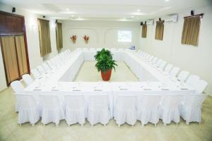 Marina Hotel & Resort