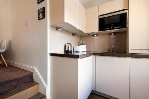 A kitchen or kitchenette at The Fulham Road Residence