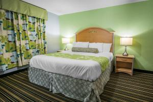 Picture of Rodeway Inn & Suites Winter Haven