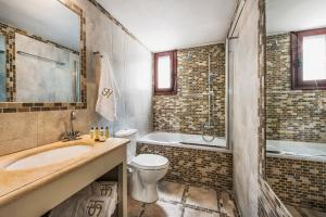 A bathroom at Summer House Collection