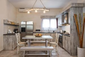 A kitchen or kitchenette at Summer House Collection