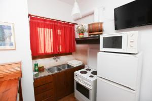 A kitchen or kitchenette at Skiathos House