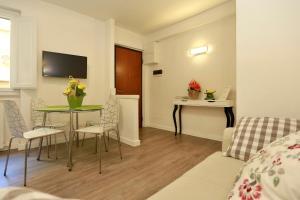 B49 Apartment