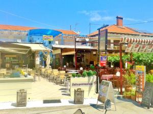Un restaurant sau alt loc unde se poate mânca la Studios Elina
