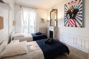 Two-Bedroom Apartment Rue Mizon