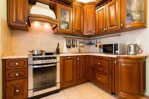 A kitchen or kitchenette at Star Apartment On Kyievskaya