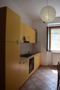 A kitchen or kitchenette at La Valle Apartments