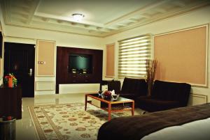 Weekend Hotel