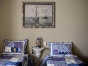 A seating area at Casa do Souto