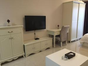 Private Enjoy Home Apartment( Donghai Guoji )