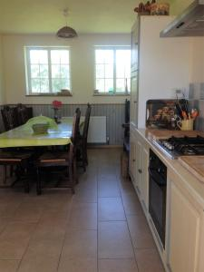 A kitchen or kitchenette at Holiday home La Ransonniere de Bas