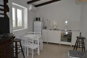 Kuhinja ili čajna kuhinja u objektu Apartments Martinis