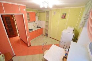 Кухня или мини-кухня в Apartment Style on Sobornaya Street