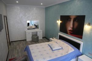 Кровать или кровати в номере Elit Apartments on Shashkevycha