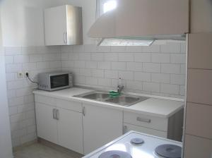 A kitchen or kitchenette at George Apartment