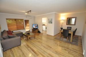 North Ryde Self-Contained One-Bedroom Apartment (7KHRT)