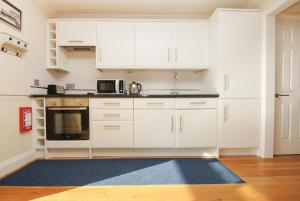 A kitchen or kitchenette at Roedean Crescent
