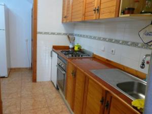 A kitchen or kitchenette at Adosado Torrevieja Mar