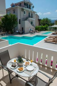 Πισίνα στο ή κοντά στο Lefkadio Suites