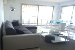 A seating area at Panoramic Sea View Apartment