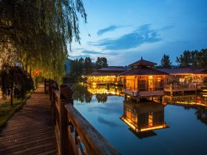 Wuyishan Taoran Yaju Hotel
