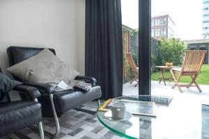 A seating area at Amstel Villa Studio Garden