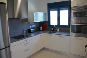 A kitchen or kitchenette at Las Olas Denia
