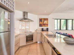 A kitchen or kitchenette at Yorkeys Knob Beachfront Apartment