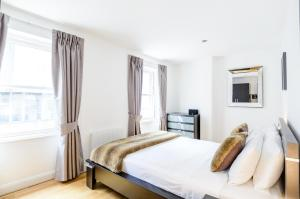 A bed or beds in a room at Native London Bridge