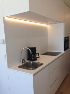 A kitchen or kitchenette at Studio Zeezicht