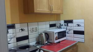 Кухня или мини-кухня в Apartment on Prosect Octyabrya