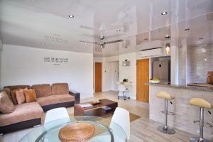 Modern Eshae Living Apartment
