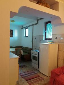 Küche/Küchenzeile in der Unterkunft Apartments Vojinovic
