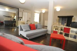 The lounge or bar area at Appartement La Poulotte