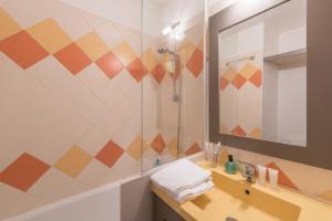 A bathroom at Résidence Pierre & Vacances La Promenade des Bains