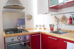 A kitchen or kitchenette at Faust Apartment