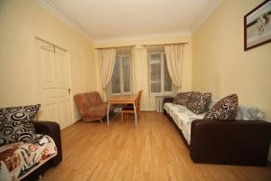 Apartment on pr. Nevsky , 84