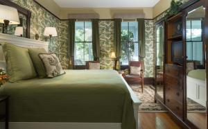 Picture of Azalea Inn and Villas