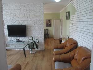 (Apartment near Central Railway on Zhylianska Street)