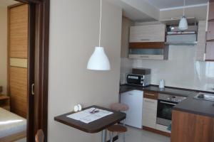 A kitchen or kitchenette at Apartament Bella Nova Centrum