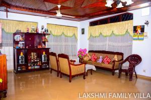 The lounge or bar area at Lakshmi Family Villa
