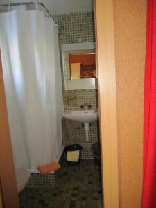 Salle de bains dans l'établissement Chalet Wättertanna