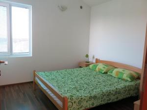 A bed or beds in a room at Apartments Victoriya