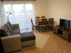 The lounge or bar area at Apartments Victoriya